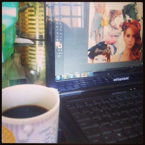 E o meu pai ganha o premio de melhor aquisiçao do ano: a cafeteira! Graphicdesign TCC Painelsemantico Publicoalvo love coffee