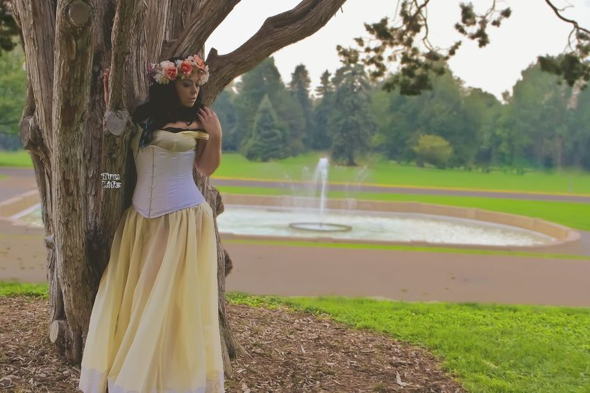 Tree Women Grass Outdoors People Nature One Person Day Pond Fountain Watet Princess Princesa Colorado Photography Trulifephotoz EyeEmBestPics Beauty In Nature Check This Out! EyeEm Best Shots Denver,CO Milehighcity Focus On Foreground Beautiful Woman Captivating Full Length