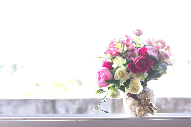 Close-up of rose bouquet in vase