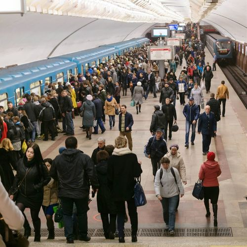 Город спешит на работу. метро Metro Metropolitan People