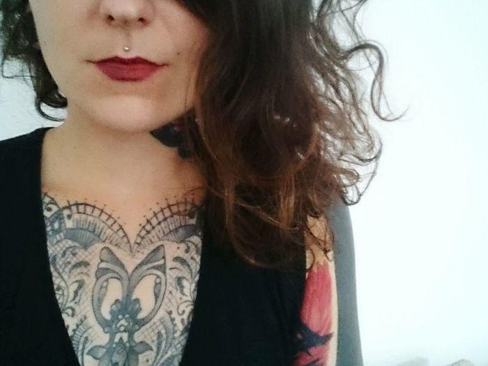 💋 Girl Tattoo Brownie Curly Hair Brown Hair Loner Red Lips