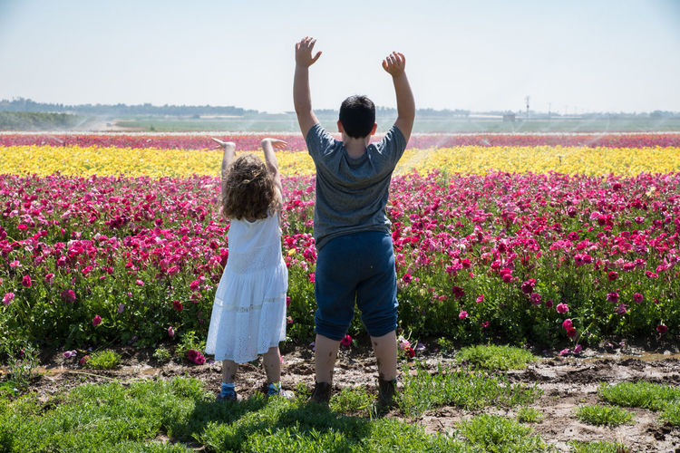 Kids Kids Being Kids Beauty In Nature Day Field Flower Growth Kidsphotography Nature Outdoors Real People Standing Together Togetherness Togetherness Friendship
