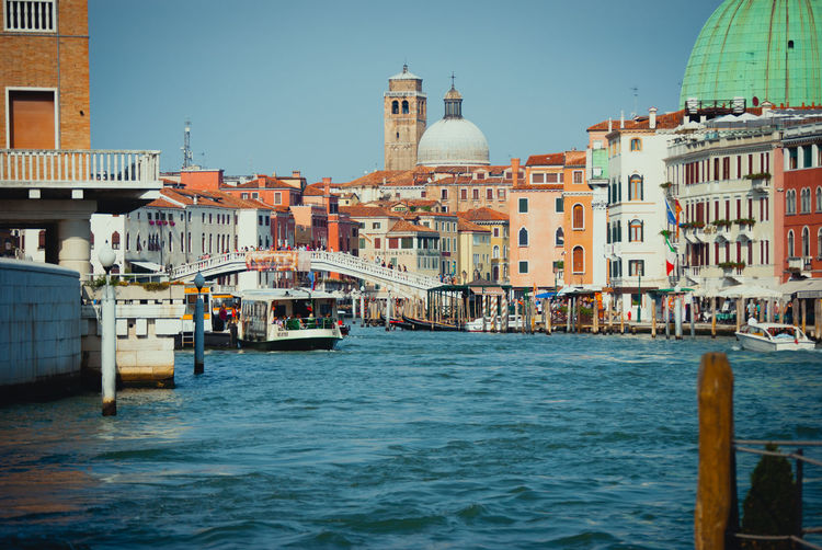 Venedig Architecture Water Outdoors Gondola - Traditional Boat No People Hello World Beliebte Fotos First Eyeem Photo EyeEm Best Shots EyeEm Masterclass Eyeem Photo Focus On Foreground Adapted To The City EyeEmNewHere Minimalist Architecture