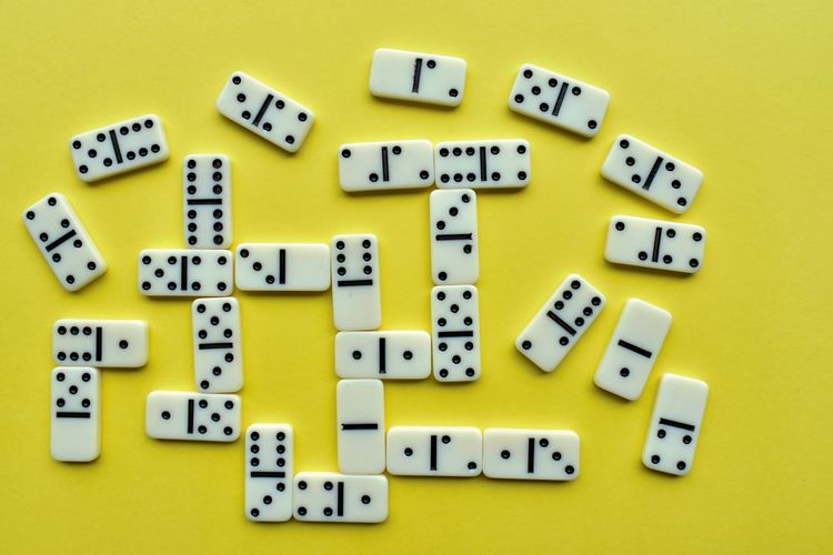 Dominó pieces Dominoes Game Dominoes Pieces Yellow Background Top View Chance Studio Shot Yellow Variation Multi Colored Colored Background Close-up Roman Numeral