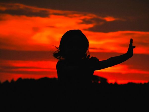 Silouette & Sky Burning Sky Magic Sky Sunset Silhouettes EyeEm Best Shots - Sunsets + Sunrise Martial Arts Light And Shadow Silent Moment Capture The Moment Picturing Individuality Feel The Journey Original Experiences Girl Power