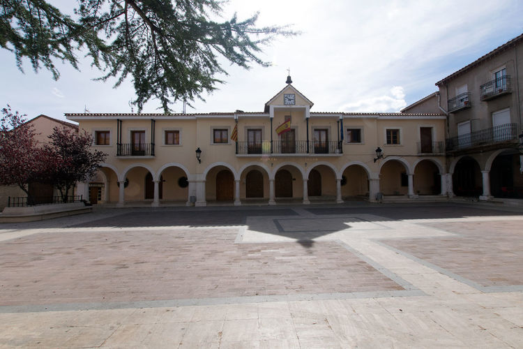 Utrillas Terual Moseo minerio y alrededores. Octubre 2018 2018 October Teruel Utrillas Arch Architecture Belief Building Building Exterior Built Structure City Courtyard  Day Eddl History Nature No People Outdoors Place Of Worship Religion Sky Spirituality Tree
