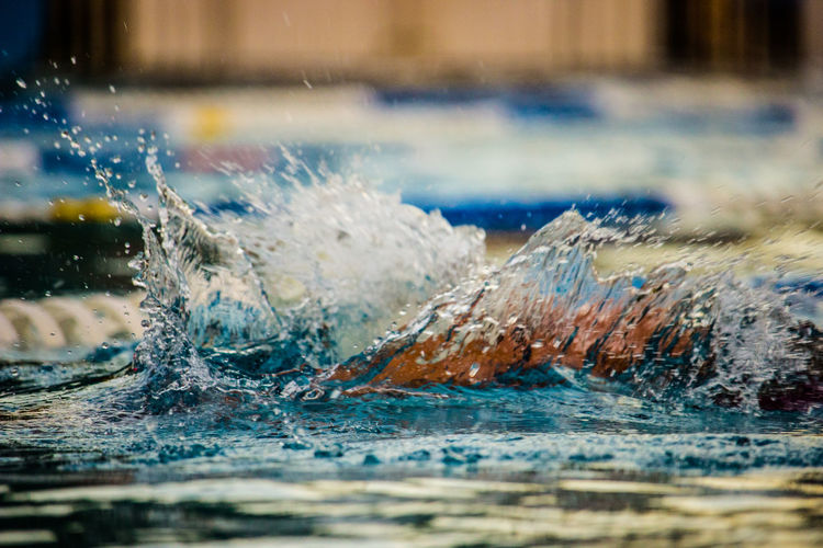 Close-up Motion Pool Real People Schwimmen Schwimmen🏊 Selective Focus Splashing Sport Swimming Swimming Pool Wasser Water Waterfront Welle