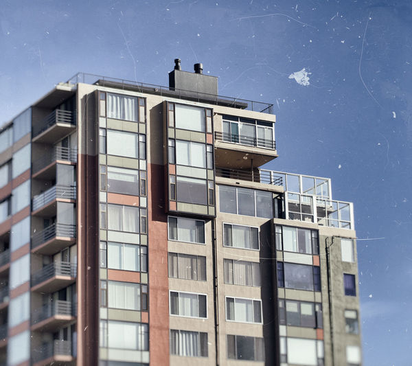 Filter Reno NV Apartment Architecture Building Building Exterior Buildings & Sky Built Structure City Clear Sky Day Glass - Material Low Angle View Low Saturation Colour Modern Nature No People Outdoors Residential District Sky Window Windows