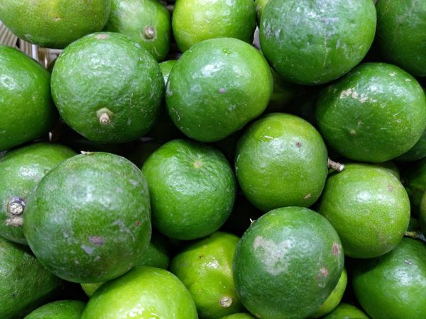 lemons Lemon Lemons Eating Sour Healthy Eating Fruit Food Food And Drink Freshness Green Color Organic