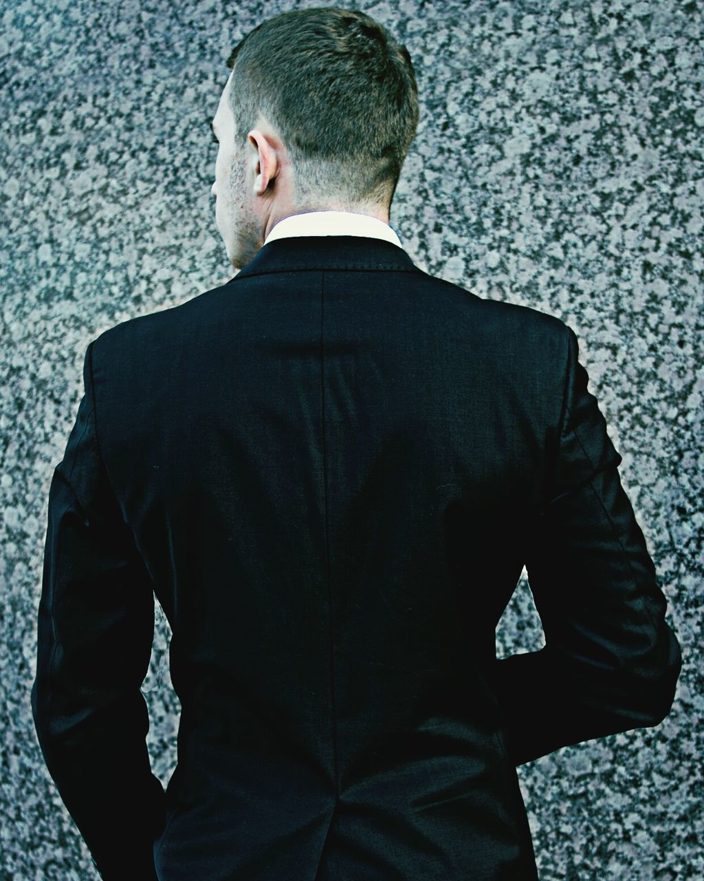 rear view, men, real people, businessman, one person, one man only, human back, business, outdoors, day, only men, adult, people
