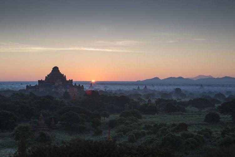 Sunrise over the bagan temples in myanmar