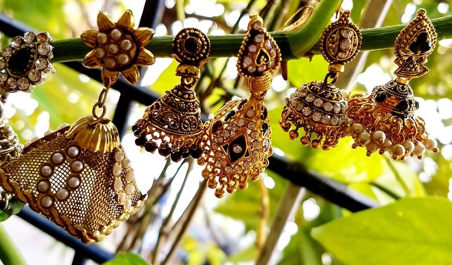 Hanging No People Day Outdoors Low Angle View Close-up Tree Nature Earrings! Earringsoftheday Earrings-nails Earrings Gift Earrings From Wetseal. Earrings Pendent Set Earringslove Earrings💜💕 Earrings ❤ Earrings Thou ... Earrings Back