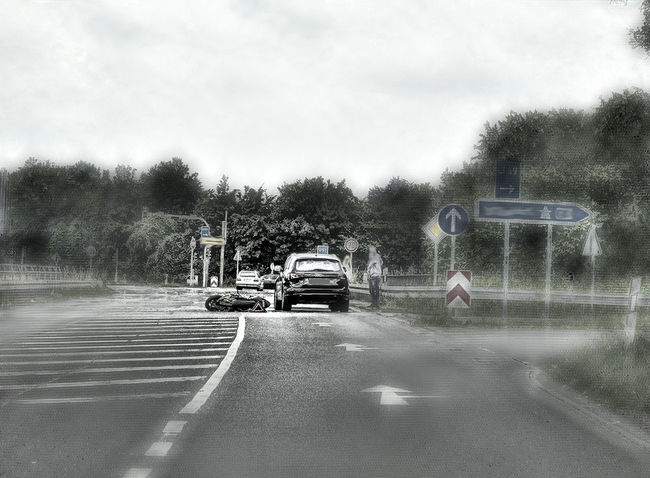 Auffahrunfall, glimpflicher Ausgang. Country Road Day Diminishing Perspective Land Vehicle Lifestyles Nature On The Move Road The Way Forward Transportation Unfall