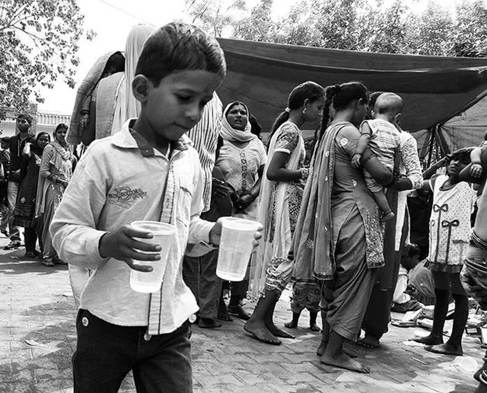 """Bhandara"" Dhaniwalapariwar Durgapuja 2K15 Devsar Dham Streetphotography Monochrome Youseemeyouareshot"