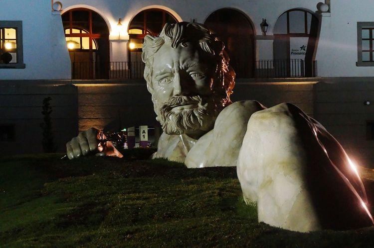 """Gigante de Cayalá"" Sculpting A Perfect Body Night"