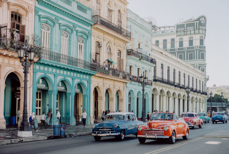 The Traveler - 2018 EyeEm Awards The Street Photographer - 2018 EyeEm Awards This Is Latin America Architecture Been There. Cars Cuba Havana Old Town Taking Photos Walking Around Architecture Building Exterior Built Structure Car City Enjoying Life Land Vehicle Mode Of Transport Outdoors Road Street Streetphotography Transportation Travel Destinations Vintage Cars