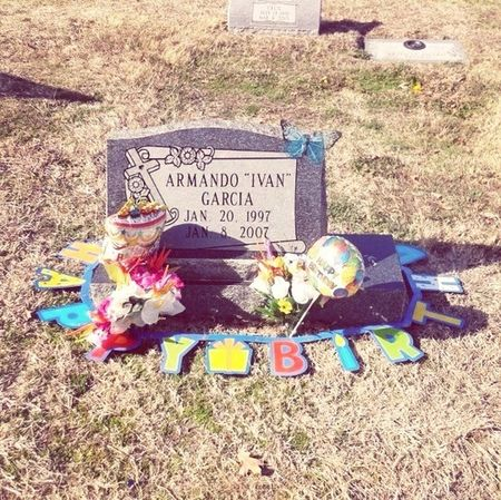 Happy 16th birthday cousin .! I love you rip Ivan <3