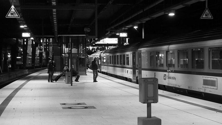 People At Hamburg Hauptbahnhof