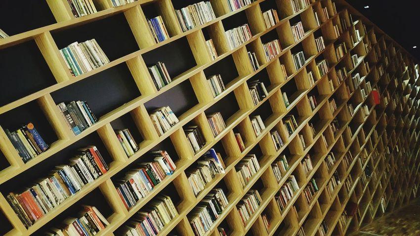 Kitap Kitapkokusu Kitaplariyikivar Kitapaşkı Kitaplık Kitaplık Kitapdünyası Kitapsaati
