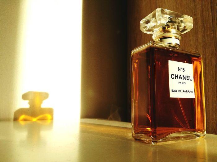 Bottle Parfume Parfum ChanelN5 Color Light Traineedelumiere Train Of Light Art Verre Luminosity Lumière Reflet Reflect
