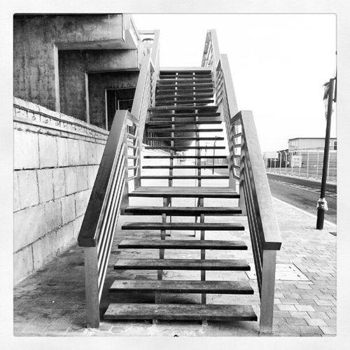 Escaleras a la pasarela Alicante