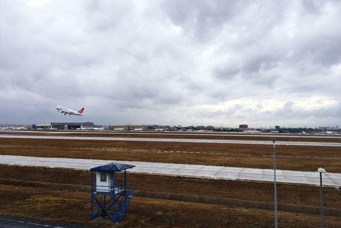 Flight Cloud - Sky Airplane Flying Airport Airport Runway Sky Clouds And Sky Cloudy Cloudy Day Cloudy Sky Rainy Rainy Days