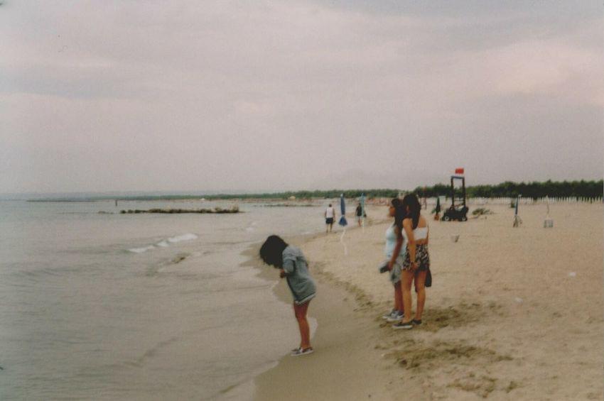 ломо Film Photography Girls Lomography The Purist (no Edit, No Filter) Beach Cloudy Seaside Blurry Shore Analogue Photography Sea Summer