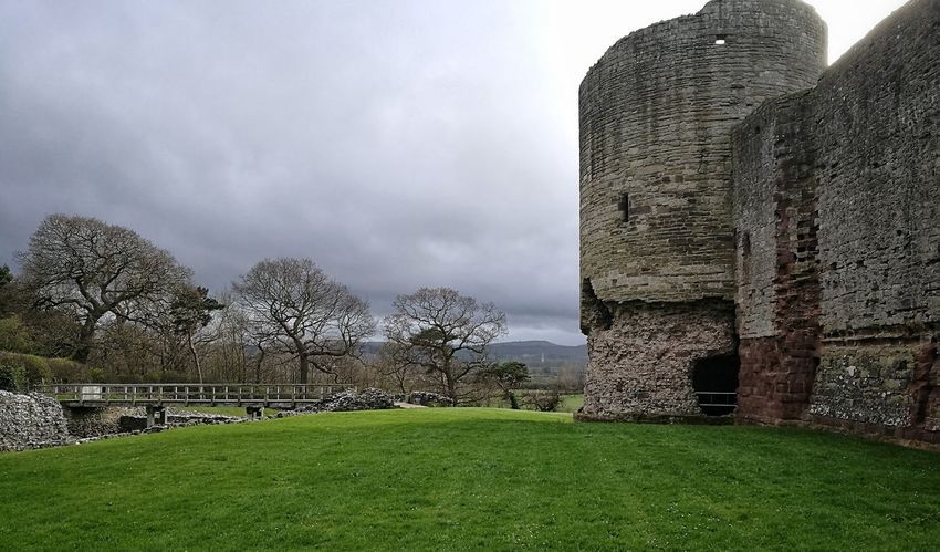 Rhuddlan Castle Cloud - Sky Grass Outdoors Military Sky Castle Tonal Contrast Conwy Leicacamera Walesonline Wales UK HuaweiP9 Landscape Tonalcontrast Bridge - Man Made Structure Wales You Beauty Grey Day Beauty In Nature Grey Sky Scenics Coldweather Walesiswonderful Huaweiphotography