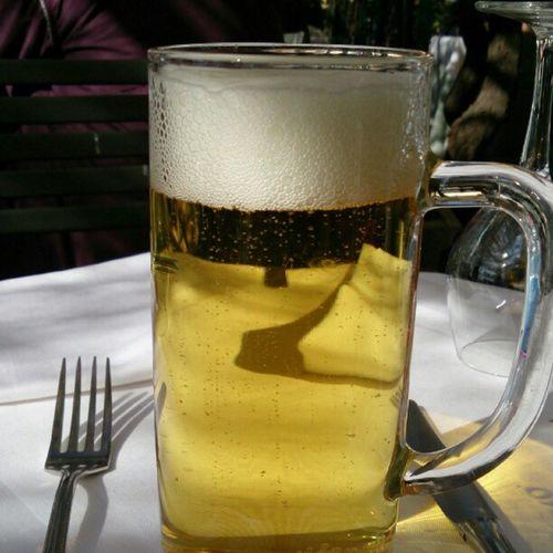 昼間っからビールを飲むのさ。
