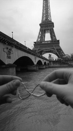 Portrait Of A Friend Infinity ∞ Mani Crederci Speranza Parigi GraziE A Qualcosa Bisogna Pur Credere Andra Tutto Bene