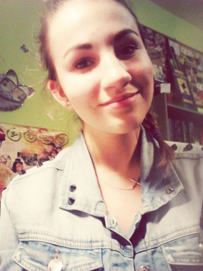 Fake a smile and everyone will believe that you're fine.. Girl Selfie Fake Smile And Move On <3  They Dont Know