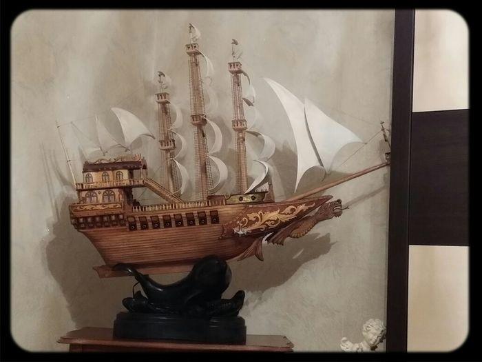 полуторометровый кораблик
