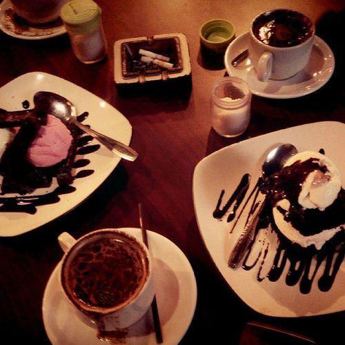 Ngopi SORE Braga INDONESIA Brownies @regalocorner Icecream Lenovotography Photooftheday Coffebreak Lzybstrd