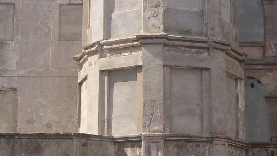 Blind building