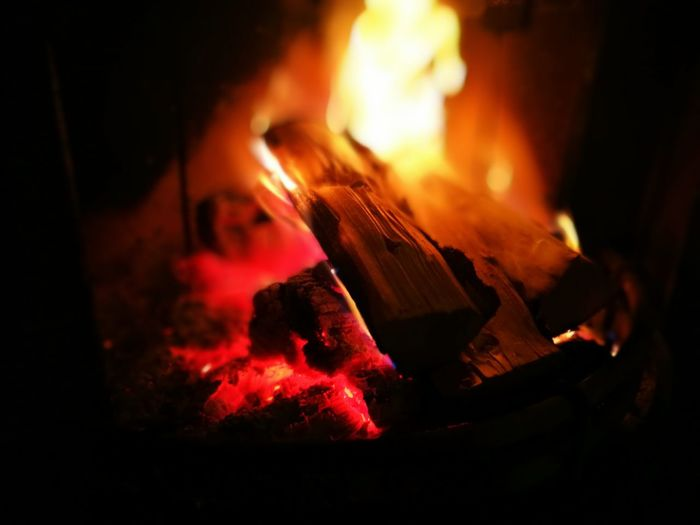 Que ta flamme réchauffe nos coeurs. Flame Mountains Nature Tranquility Fire And Flames Home Relax Wood