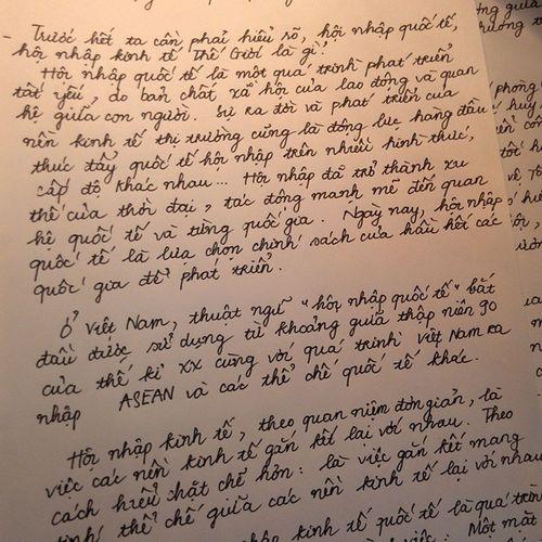 Chủ Nhật ngồi nhà cần mẫn viết tiểu luận từng trang,từng trang :( Sobusy