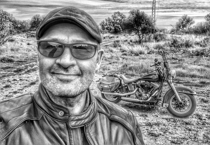 It's Me...!! Looking At Camera One Person Outdoors Eyemphotography España Eye4photography  SPAIN Andalucía Ontheroad EyeEm Gallery Costa Del Sol Self Portrait Selfie ✌ Road Trip Harley Harleydavidson Harley Davidson HarleyDavidsonMotorcycles Blackandwhite Photography Middleofnowhere Its Me Portrait Blackandwhite