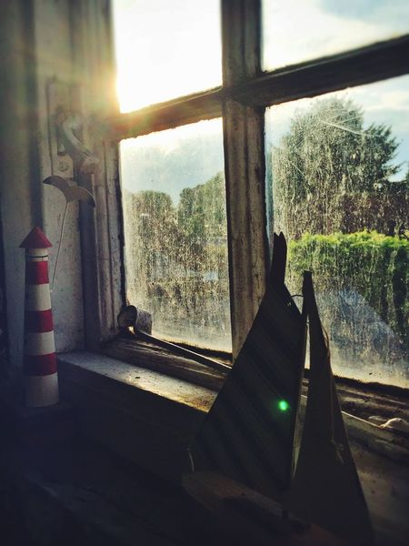 Selective Focus Window Bathroom Home Dirty Closed Bad Condition Home Is Where The Art Is Old House Broken Sky Old Deterioration Run Down Obsolete Mettalic Wood Run-down Red Rusty Old Windows Paintwork Textures Lighthouse Old But Lovely