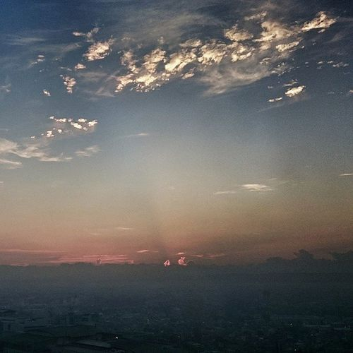 This morning, 5 .30. I'm still suffering from Jetlag , so I was able to shoot this. Manila Sky morning