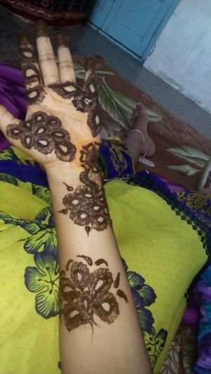 Henna Tattoo ❤ Henna Tattoo Design High Angle View Close-up Human Body Part Human Hand Art And Craft Creativity Art Parasngupta_photography
