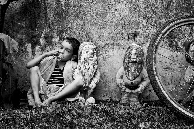 100D B&w Bestoftheday Blackandwhite Canon Casual Clothing Favorite Gnome Grass Monochrome Rio Claro Sitting Sl1