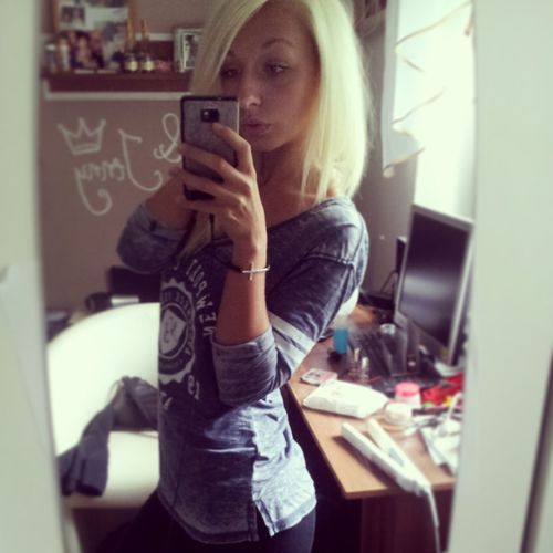 Blonde Hair Dnt Care !!