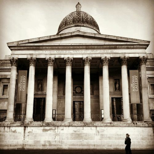 London Streetphoto_bw Shootermag Streetincredible National Gallery