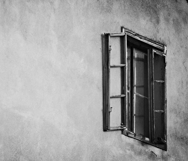 Blackandwhite Window Old Buildings Old House On A Walk Building Light And Dark Monocrome Photography