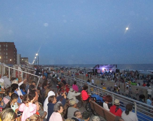 Sommergefühle Large Group Of People Real People Crowd on the boardwalk and beach 🌊 live concert at Long Beach