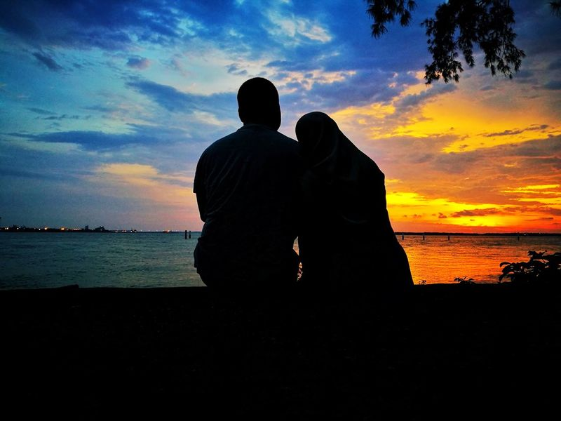 Silhouette of Love Love Couple Couple - Relationship Silhouette Sea And Sky Sea Seaview Horizon RedSky Twilight Nature Husband Wife Husband And Wife Marriage  Spouse Sea Sunset Water Men Togetherness Beach Silhouette Bonding Love Rear View Romantic Sky Dramatic Sky Tranquil Scene Atmospheric Mood