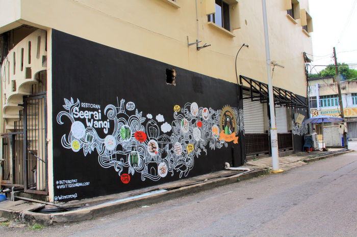 Seeing and taking photo in front of the Mural is one of you must see in Kuala Terengganu, Malaysia Art Is Everywhere ArtWork City Life City Street Cityscape Kuala Terengganu Street Life Traveling Wall Art Wall Painting Architectural Feature Architecture Building Exterior Built Structure City Graffiti Malaysia Mural Mural Art No People Outdoors Painting Streetart Streetphotography Wall - Building Feature