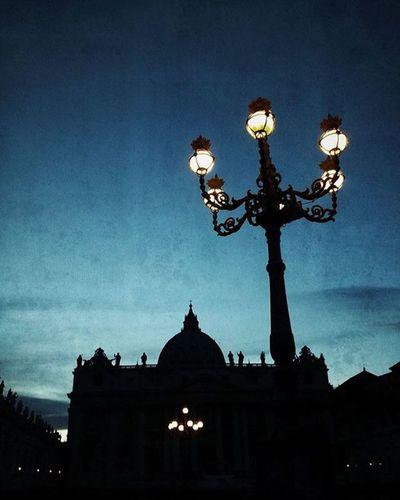 Vatican Stpietrobasilica Lamp Lampa Kandelaber Silhouette Roma Roma Rome Italy Italia Iloverome  Iloveroma Szentpéterbazilika Sky Skyphotography Skyphoto épület Building Világlegszebbvárosa Magyarfotósok Magyarfoto