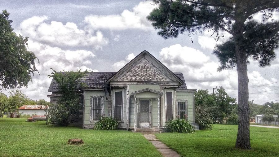 Texas House Small And Sweet Architecture San Antonio, Texas Taking Photos Photographers On EyeEm Sky And Clouds Decay Is Beauty