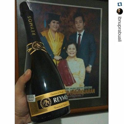 Throw Back Thursday Repost @ibnuprabuali with @repostapp ・・・ A bottle for my Mom, and another one for me :) Funniest Fam Mom Dad Brother Sister Brothers Sisters Bro Sis Siblings Reymos Mother Related FamilyTime Baby Babies Children Igbabies Childrenphoto Toddler  Instababy Infant Wine kids kid instakids child play